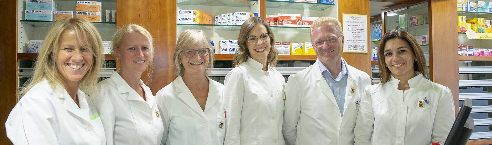 farmacisti e staff farmacia Susa Savigliano